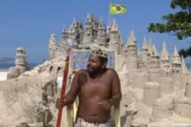 """世界上最委屈的""""国王""""3平米城堡住了22年,下雨坏了得自己修"""