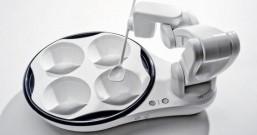 美国Desin公司发明自动喂饭机器人,残疾人和懒癌患者的福音