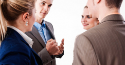 在与老板的沟通方面,做好这几点非常重要