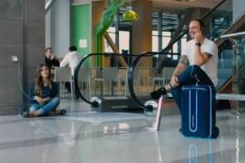 这款行李箱不仅可以智能跟随 还能躲避障碍