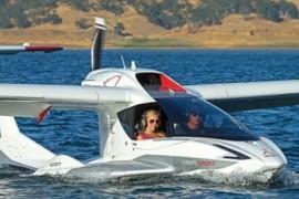 水陆两栖私人飞机,机翼可折叠能停进车库,16万美元一架